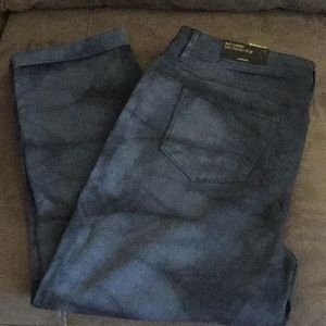 NWT Chico's So Slimming Girlfriend Crops.